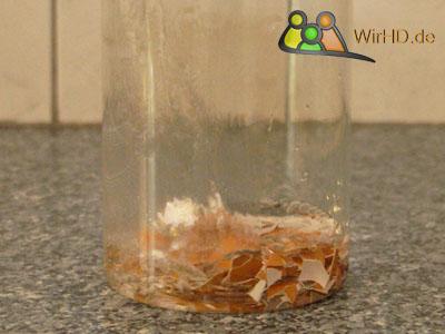 Glasgefäße abwaschen mit Eierschalen, Glasbehälter von Schmutz befreien, Glasschale richtig reinigen, Glasschalen von Innen reinigen, Glas-Bowl mit Eierschalen Innen reinigen, Glas-Bowls von Innen sauber machen, Glasbowlen mit der Schale von Eier reinigen, Glasbowle mit der Schale eines Eis Innen säubern,
