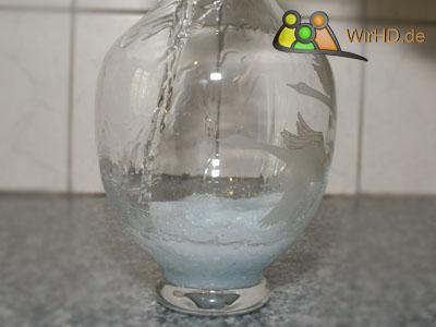 Karaffen spülen mit Waschmittel, Wasserkaraffen, Kristallkaraffen, Glasschalen, Glas, Wasserkaraffe, Glas-Bowls, Behälter, Kristallkaraffe, Gefäße, Karaffe aus Glas, Glasschale, Glaskaraffe, Glasbowlen, Karaffen aus Glas, Gefäß, Karaffe, Glas-Bowl, Gläser, Glasbowle, Glasbehälter, Glaskaraffen