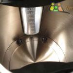 Beleuchtete Skala und Temperaturfühler des Wasserkochers