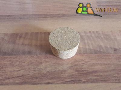 Ein Deckel aus Kork für Karaffen, Ein Deckel Wasserkaraffe aus Glas.