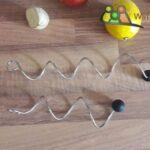2 Spiralförmige Fruchtspieße aus Edelstahl, Fruchtspieße für eine Wasserkaraffe, Silikonball.