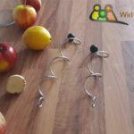 Obst mit Spiral Fruchtspieße von der Seite, Edelstahl Fruchtspieße, Spieße für Früchte oder Gemüse.