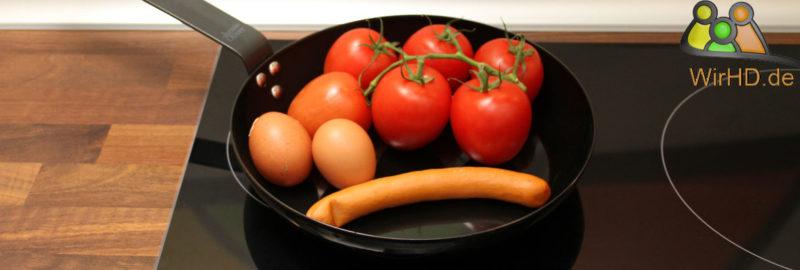 Frische Zutaten für ein Pfannengericht.