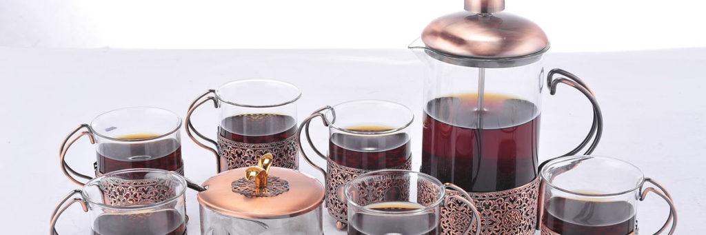 French Press, Kaffeedrücker, Kaffeebereiter, Pressstempelkanne, Kaffee kochen.