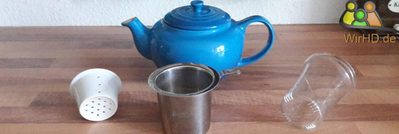Teekanne mit Sieb.