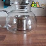 Glas Teekanne mit zu Kleinem Edelstahlsieb.