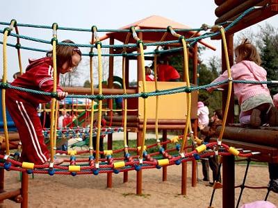 Kinder, klettern, Netz, Kletterbogen, Spielplatz, Spielgerät, Kinderspielplatz