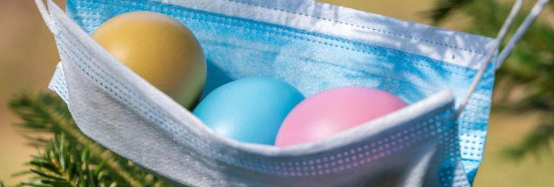 Mundschutz mit Ostereiern.