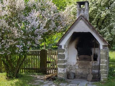 Steinbackofen im eigenen Garten