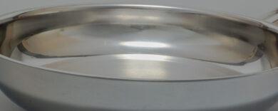 Grillpfanne Edelstahl. Eckige, runde, große oder kleine Grillpfannen aus Edelstahl, Grillschale aus Edelstahl für den Gasgrill, Gusseisen- oder Edelstahl-Pfannen mit Deckel.