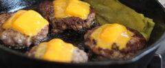 Gusseisen Grillpfanne mit Deckel und abnehmbarem Griff.